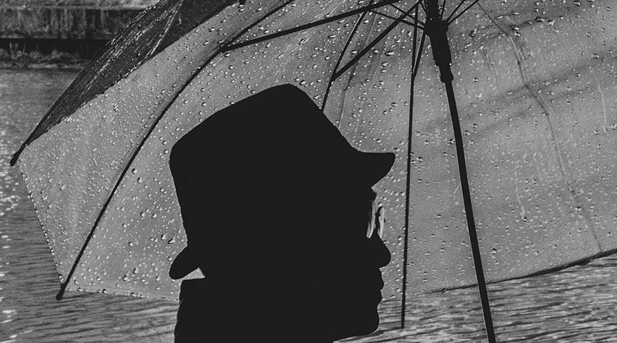 ombrello nel cinema sotto la pioggia